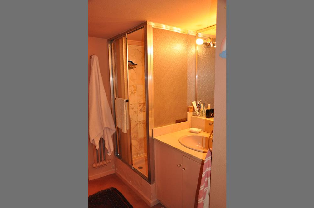 Foto de cuarto de baño antes de se renovacion por Adriana Luengo