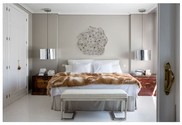 Dormitorio principal reformado en estilo moderno por Adirana Luengo